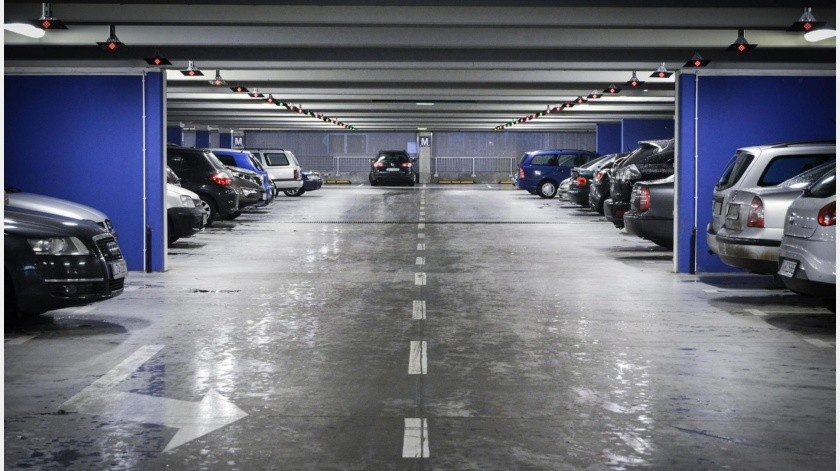 Le pitan y disparan en fila por estacionamiento en Nogales(Pixabay)