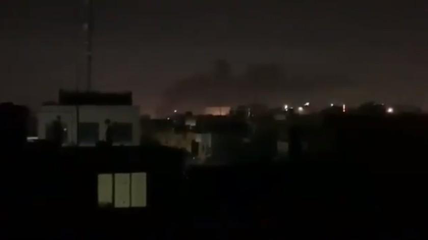 VIDEO: Reportan caída de misiles cerca de Embajada de EU en Bagdad(Captura de pantalla)