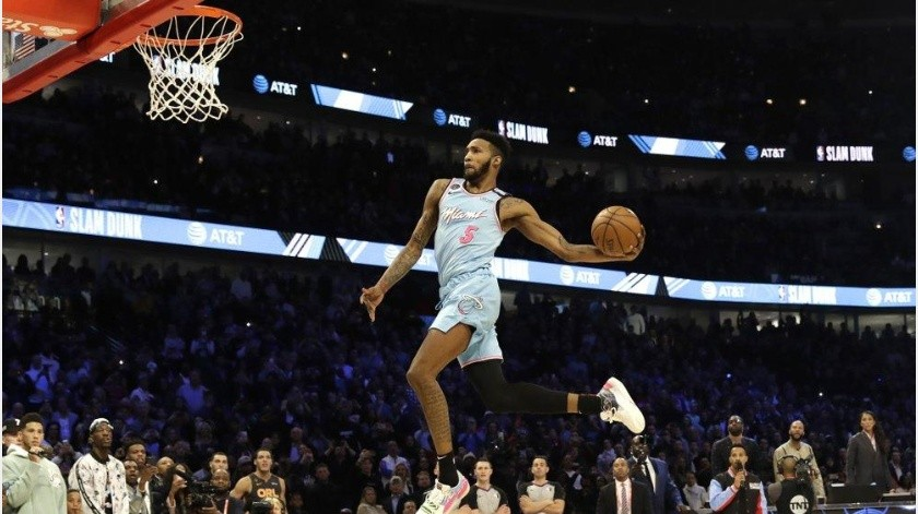 Derrick Jones Jr. se consagra campeón de clavadas de la NBA(AP)