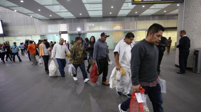 De acuerdo con datos de la Unidad de Política Migratoria de la Secretaría de Gobernación, entre enero y diciembre pasado las autoridades estadounidenses deportaron a 211 mil 258 mexicanos, por 203 mil en 2018.(Agencia Reforma)