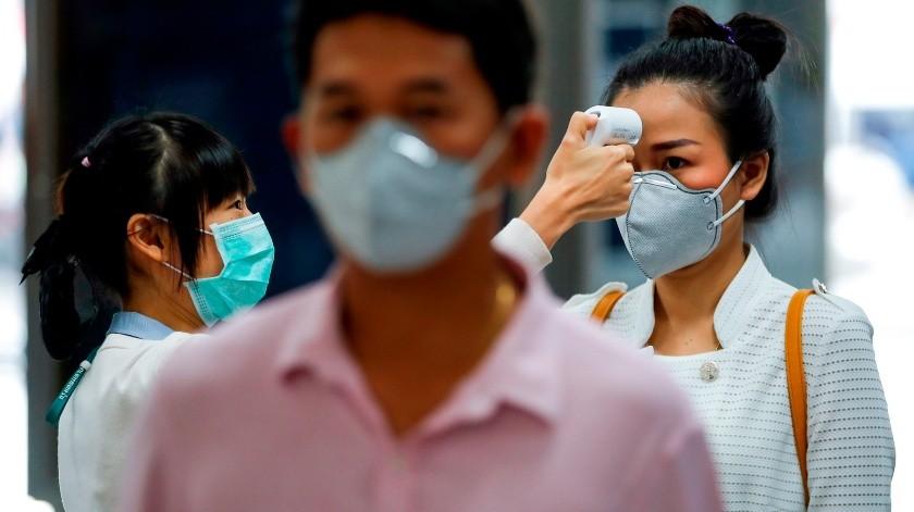 Las muertes por el COVID-19 siguen en aumento en China y ya suman 1.665 personas tras añadirse este domingo 142 fallecidos al recuento oficial.(EFE, EPA)