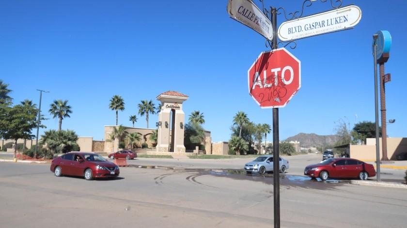 Por la calle Gaspar Luken y Peñaflor los automovilistas no respetan los límites de velocidad, lo que preocupa a los padres de familia pues hay un kínder cerca.(Teodoro Borbón)