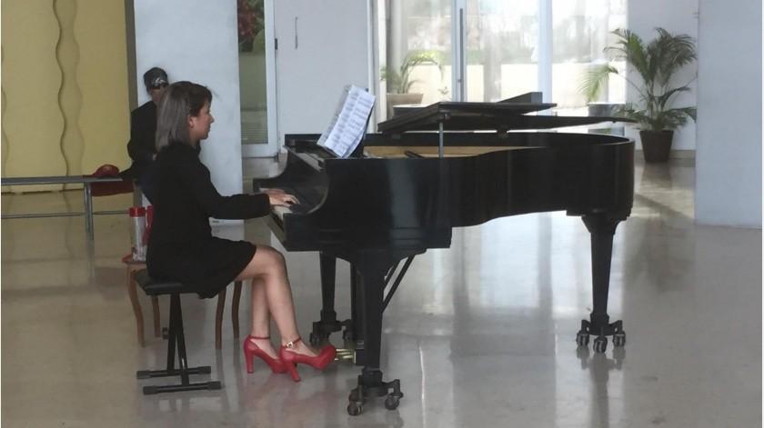 La también directora de la Academia de Música Schuberts en Hermosillo, tocó melodías clásico españolas en el primer bloque del concierto, seguido de una hora de éxitos contemporáneos(Leonor Hernández)