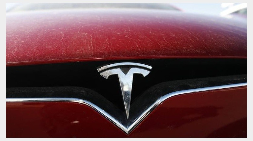 El mes pasado, las autoridades alemanas informaron del descubrimiento de 84,8 kilos (187 libras) de municiones de la Segunda Guerra Mundial en el lugar que Tesla había comenzado a despejar.(AP)
