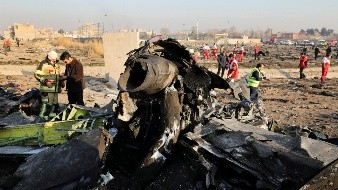 Inauguran plaza en honor a las víctimas ucranianas del avión derribado en Irán
