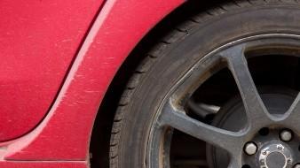 Retienen 25 autos con placas