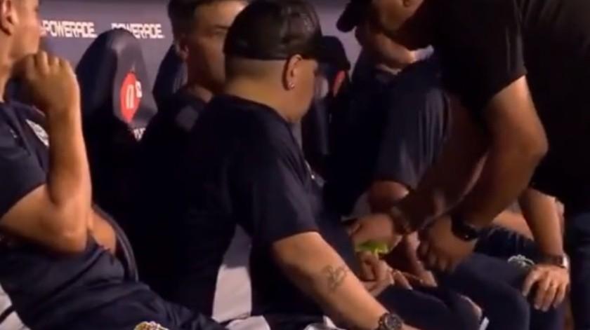 VIDEO: Sospechan que Maradona ingirió droga al dirigir a su equipo(Especial)