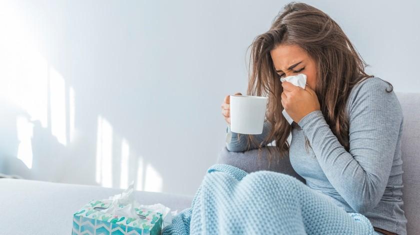 La miel ayuda a suavizar la garganta. Aunque no cura nada, proporciona un alivio para la tos sobre todo las nocturnas.(Pixabay.)