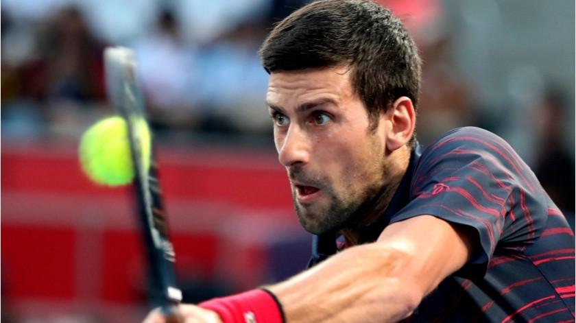 Juega Novak Djokovic tenis con niños en la calle(GH)