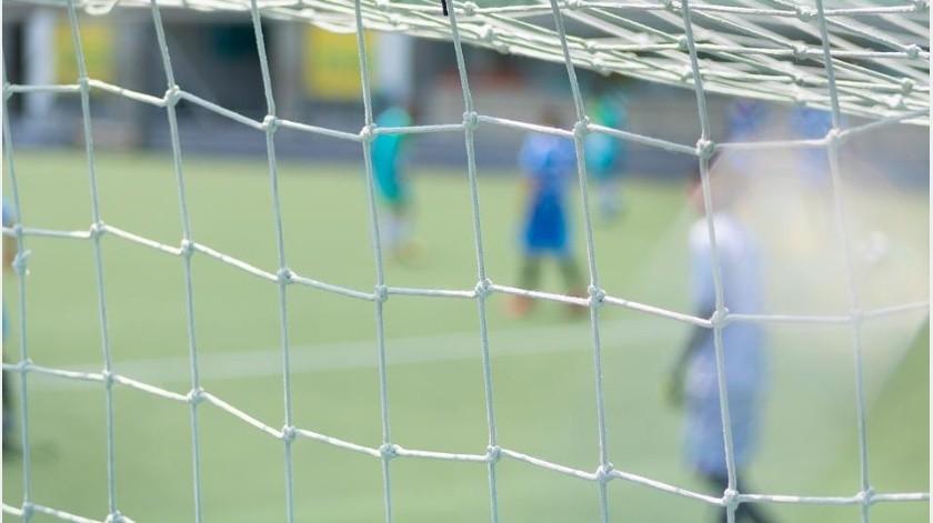 Muerde miembro de rival y es suspendido del futbol(Ilustrativa - Pixabay)