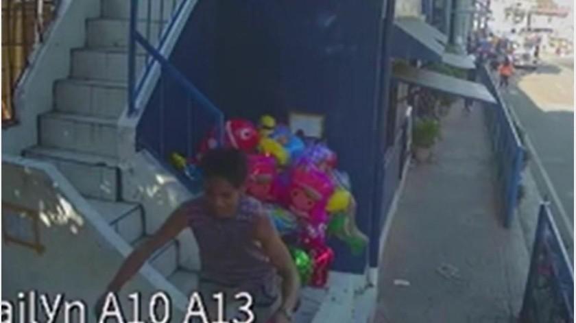 """VIDEO: Vendedor de globos sufre graves quemaduras por """"broma"""" de niños(Captura de video)"""