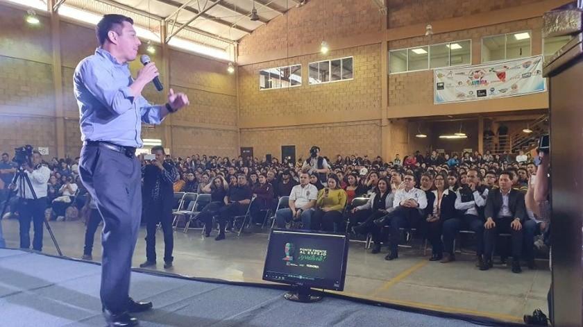 """""""Travieso"""" Arce motiva a estudiantes en Navojoa(Jesús Palomares)"""