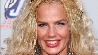 La cubana llamó fea a Laura Zapata.
