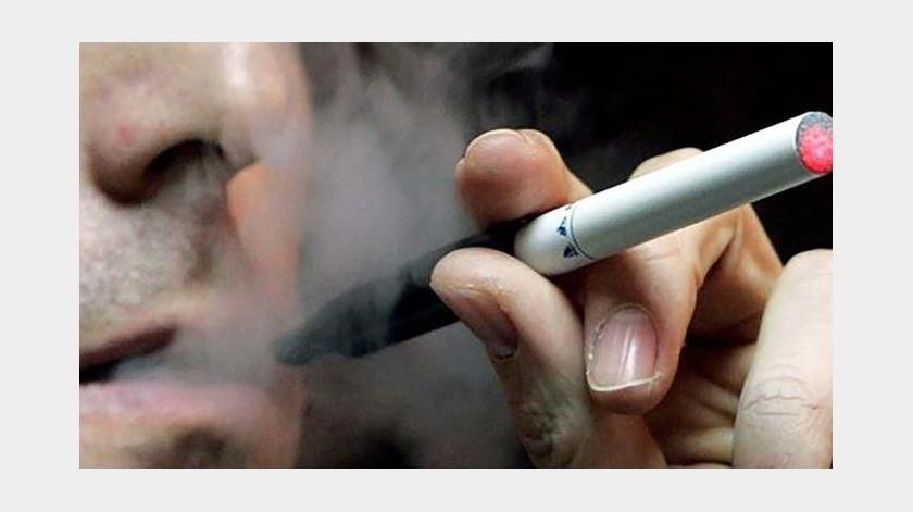 AMLO prohíbe importación de cigarros electronicos