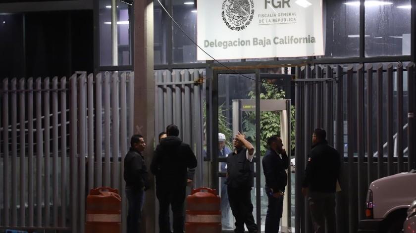 La calle donde se localizan las instalaciones de la FGR se encuentra totalmente cerrada.(Sergio Ortiz)
