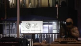 La calle donde se localizan las instalaciones de la FGR se encuentra totalmente cerrada.