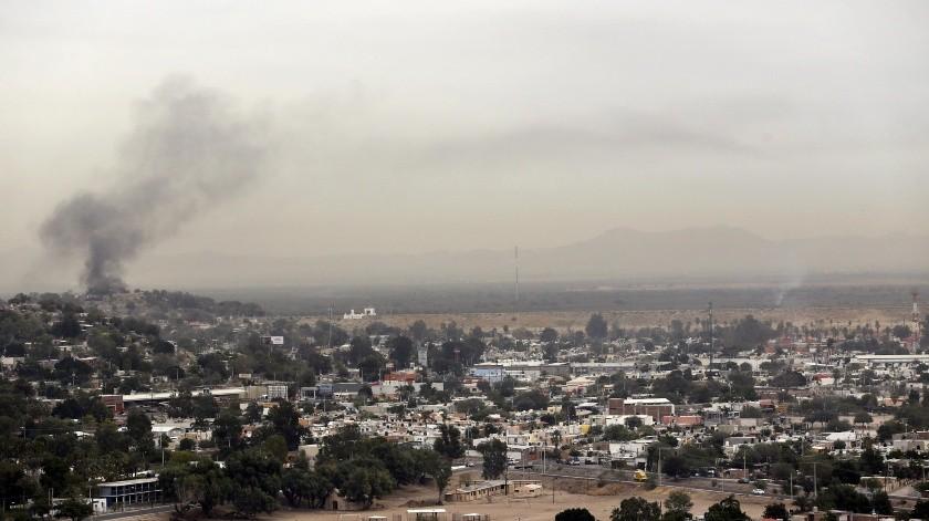 Los incendios de basura en diferentes puntos de la ciudad contribuyen de manera importante en la contaminación.(Julián Ortega)