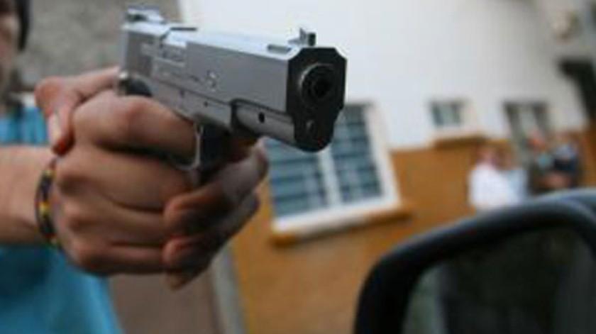 Las autoridades de la policía reportaron a un sujeto detenido.(GH.)