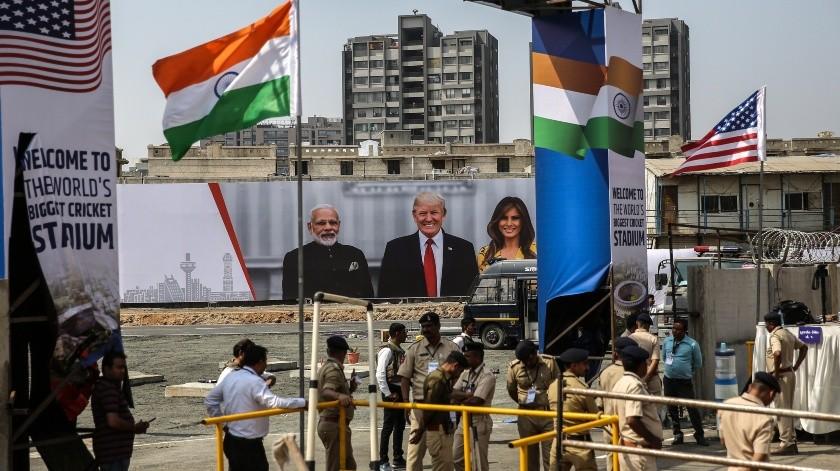 """El presidente estadounidense estuvo acompañado en su intervención por el primer ministro indio, Narendra Modi, durante el acto denominado """"Namaste Trump"""".(EFE)"""
