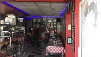 El restaurante abrió sus puertas hace diez años y es la primera vez que sufren un asalto.