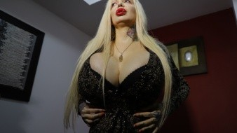 Sabrina Sabrok denuncia que su esposo trató de estrangularla