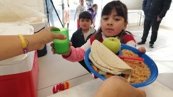 Descartan poner en riesgo salud de niños con desayunos escolares