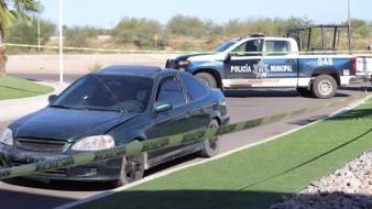 VIDEO: Abandonan vehículo baleado en entrada de fraccionamiento en Hermosillo