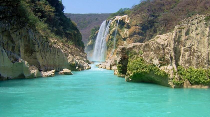 La cascada Tamúl es la caída de agua más grande en el estado, con 105 metros de altura y 300 metros de profundidad.(Cortesía)