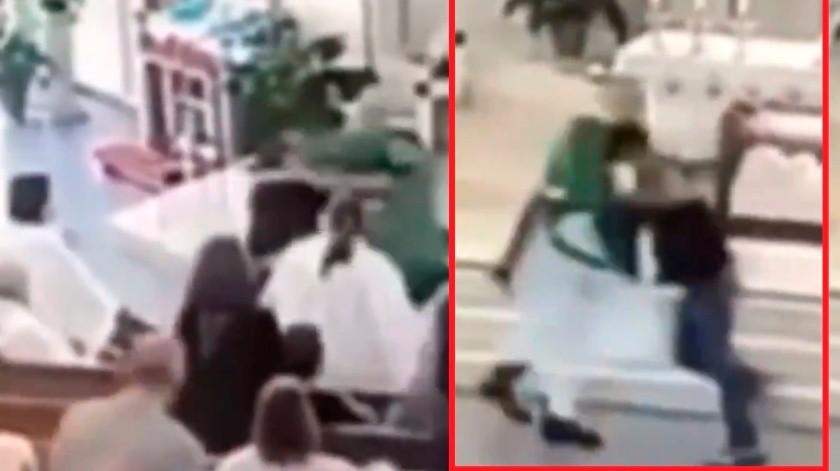 """VIDEO: Agrede a """"siervo de Dios"""" en plena misa y termina preso(Captura de video)"""