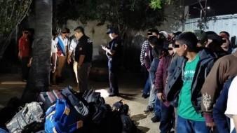 Aseguran a 76 migrantes en Chiapas; viajaban hacinados en camión