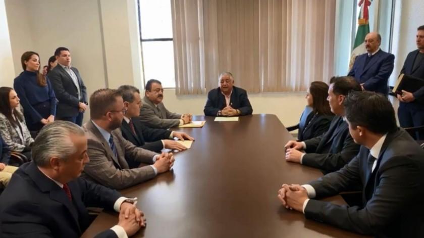A los nuevos notarios les tomó protesta el secretario general de Gobierno, Amador Rodríguez Lozano (centro).
