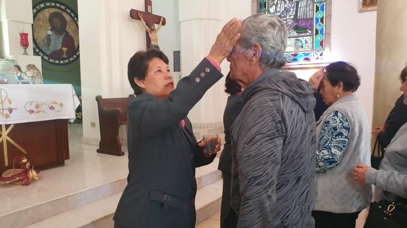 Obregón: Asisten fieles a imposición de cenizas en el Santuario de Guadalupe(Susana Arana)