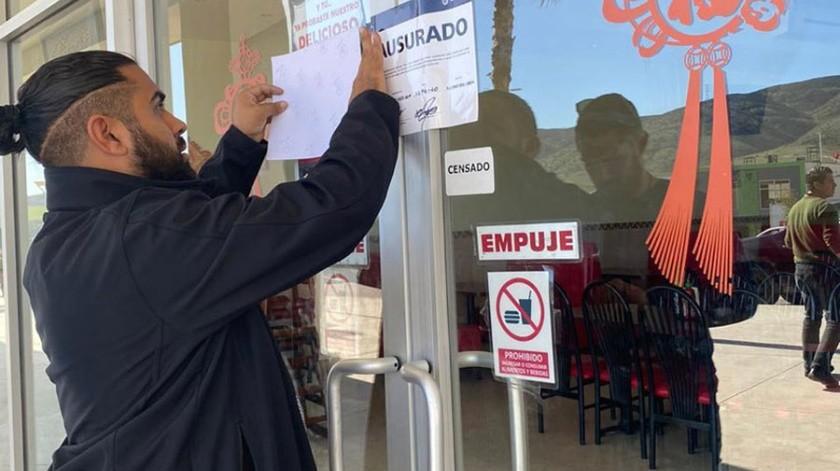 La clausura se realizó por infringir el Reglamento de Protección al Ambiente, en el restaurante que se ubica dentro del centro comercial Plaza Sendero en la Delegación La Presa Este.(Cortesía)