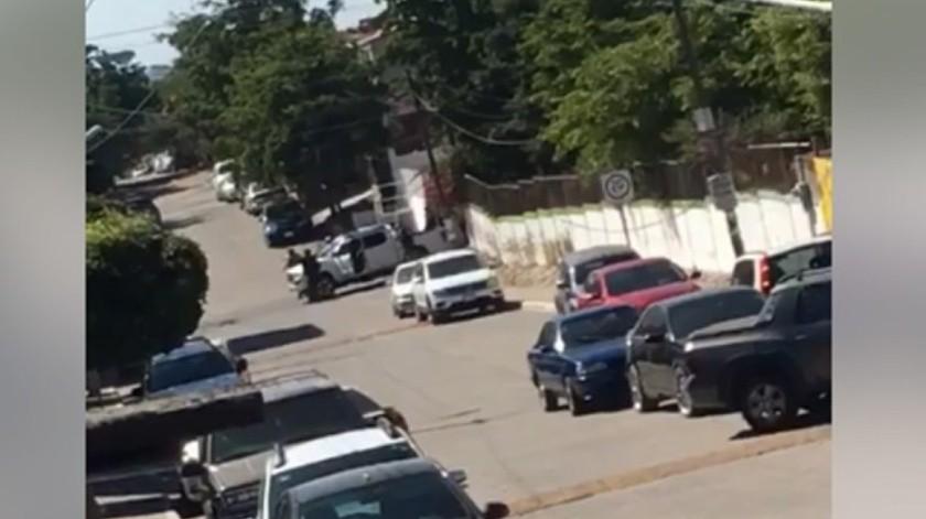 El Secretario de Seguridad en Sinaloa, Cristóbal Castañeda Camarillo subrayó que aparentemente los hombres armados ingresaron a un domicilio, asesinaron a una persona y una más resultó herida.