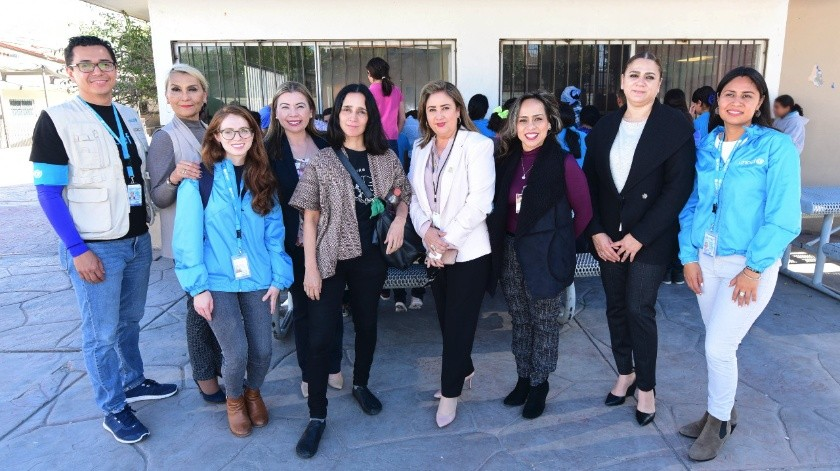 Visita Julieta Venegas albergue del DIF