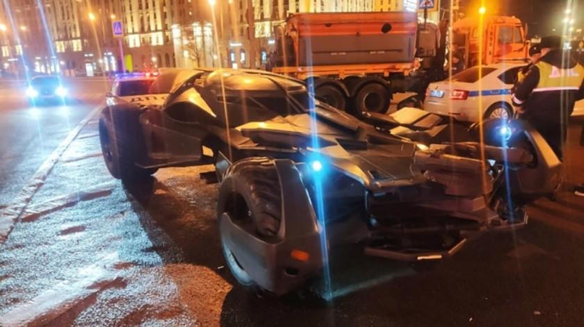 'Batimóvil' casero recorre las calles de Moscú y termina confiscado por la Policía(mvd.ru)