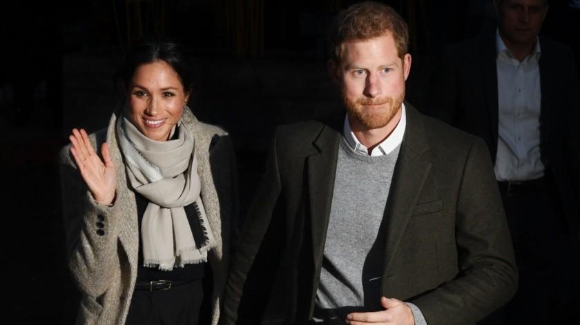 En la imagen un registro del príncipe Enrique de Inglaterra (derecha) y su esposa Meghan Markle (izquierda).(Archivo GH)