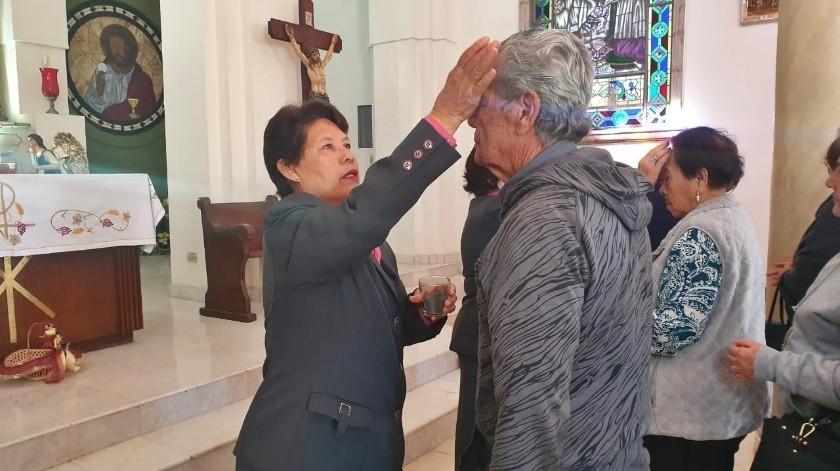 Acuden a imposición de cenizas en iglesias(Susana A. Arana)