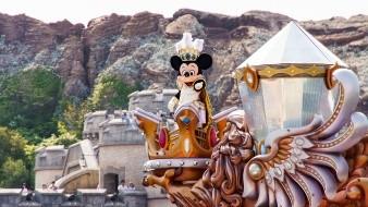 Disneyland Tokio cierra sus puertas por coronavirus