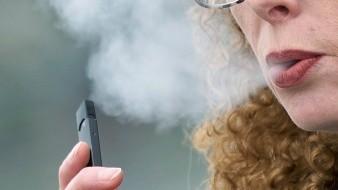 La política excluye a los cigarrillos electrónicos desechables y los dispositivos de vapeo con depósito.