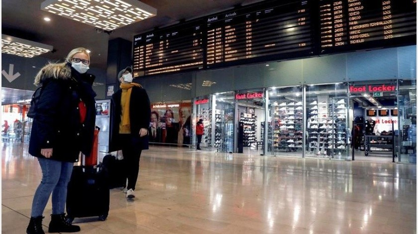 Se conoce que el hombre viajó, con un compañero de trabajo, el pasado jueves en el vuelo 284 de Aeroméxico, el cual abordaron a las 12:38 hora del centro, por la puerta 75-A, de la terminal 2 de la Ciudad de México.(EFE)