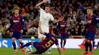 El Real Madrid recuperó el liderato de LaLiga Santander gracias al premio al descaro de Vinicius, el mejor de un clásico que midió estilos para acabar premiando el vértigo y la máxima entrega de los jugadores de Zinedine Zidane.