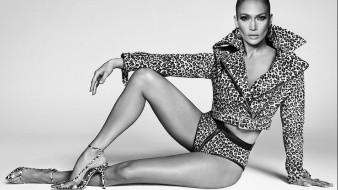 Jennifer Lopez tiene 50 años actualmente.