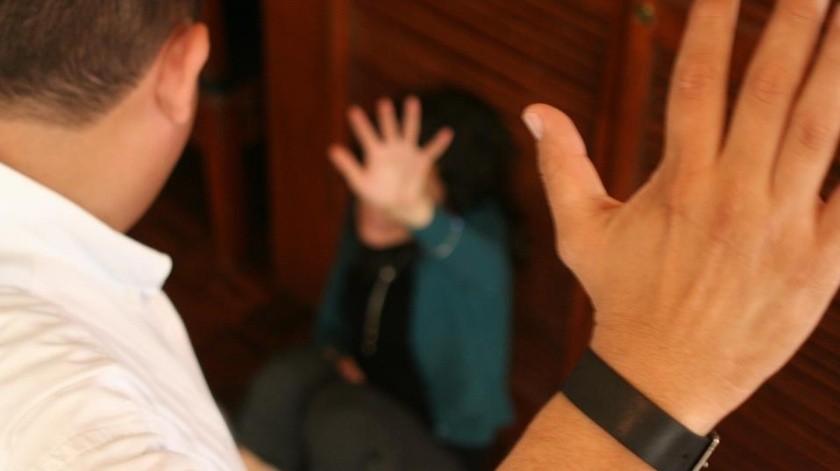 Le reclama por no ayudarle en el quehacer y él la golpea(Banco Digital)