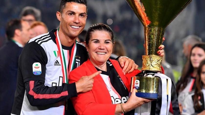 """El futbolista portugués Cristiano Ronaldo dijo que su madre se encuentra """"estable y recuperándose"""" y pidió privacidad para su familia.(EFE)"""