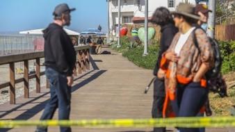 El cuerpo de la víctima fue observado por las decenas de personas que había en el lugar.
