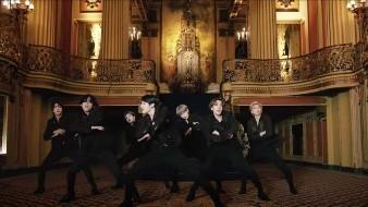 """BTS sorprende a fans con el estreno de """"Black Swan"""""""