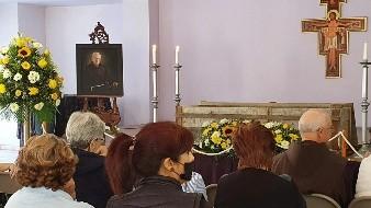 Rinden homenaje de cuerpo presente a Fray Ivo Toneck
