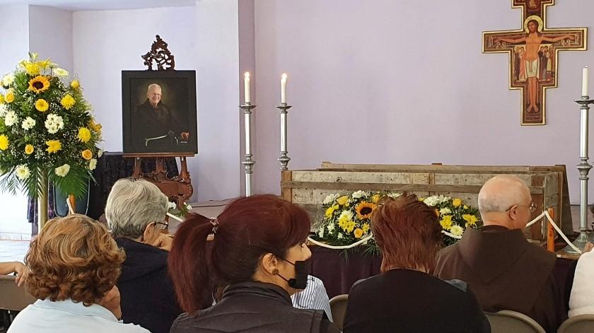 Rinden homenaje de cuerpo presente a Fray Ivo Toneck(Yesicka Ojeda)