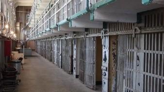 Dan 30 años de cárcel a mujer por prostituir a dos menores